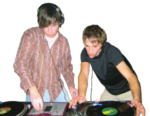 DJ El Red and 2Hands at work